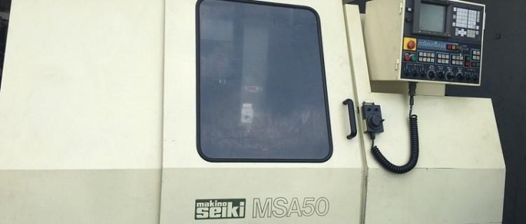 Máy phay hiệu MAKINO SEIKI MSA 50. Tốc độ trục chính: 10000 RPM